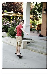 BY-Mick-skateboarding