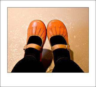 Art-market-orange-shoes