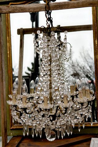 Chandelier-in-front-of-mirror